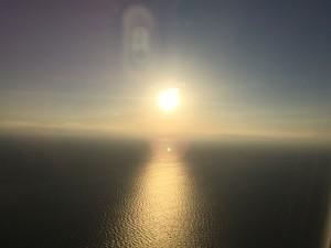 機上から伊勢湾の夕陽